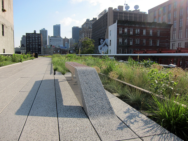 A bench at the north part of the Highline