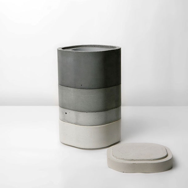 The vases by Xiral Segard made of concrete